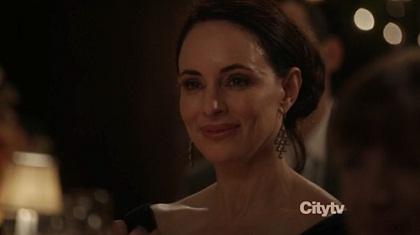 Victoria-não importa o quanto eu te odeie eu sempre vou sorrir assim-Greyson (relevem pois ela já faz milagres apesar do botox que tem)