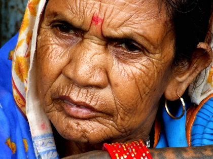 Foto de uma indiana velha qualquer, finge que é a mãe dele
